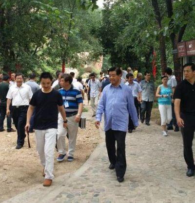 中共前政治局常委贾庆林游览秦皇岛长寿山景区