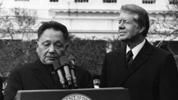 中国领导人邓小平1979年1月访问美国受到卡特总统欢迎