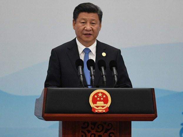 习近平在会议上承诺中国将提供一千亿美元的资金用于一带一路的基础设施建设