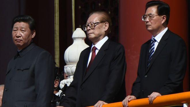习近平(左)、江泽民(中)、胡锦涛(右)
