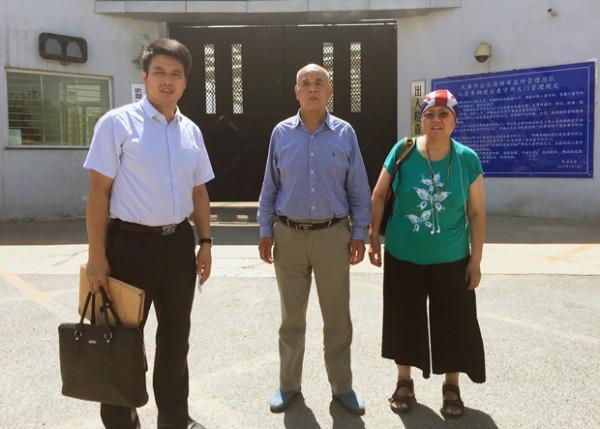 709公民吴淦的父亲徐孝顺(中)、律师葛永喜(左)和维权人士王荔蕻