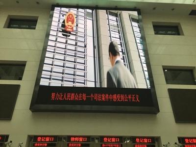 王全璋的妻子李文足与双方父母到最高法控诉司法机关违法