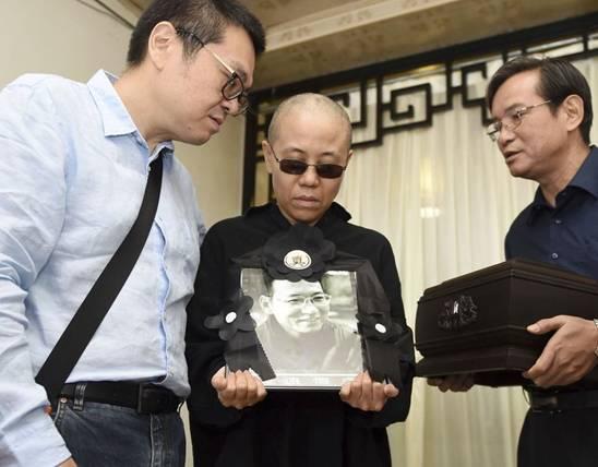 """刘晓波""""被肝癌""""去世并被迅速火化"""