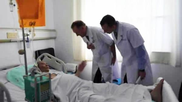 刘晓波接受两名外国专家会诊