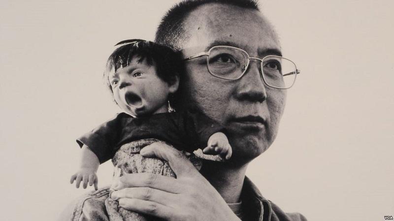 刘霞为丈夫诺贝尔和平奖得主刘晓波所摄(美国之音记者国符翻拍刘霞展出的作品