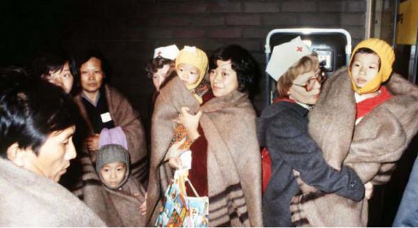第一批飞机抵达汉诺威机场的越南华侨难民