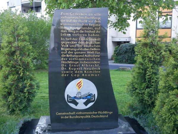 Troisdorf镇上的越南难民纪念和感恩碑