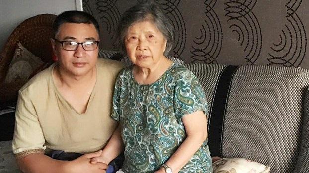 李化平探望黄琦妈妈蒲文清