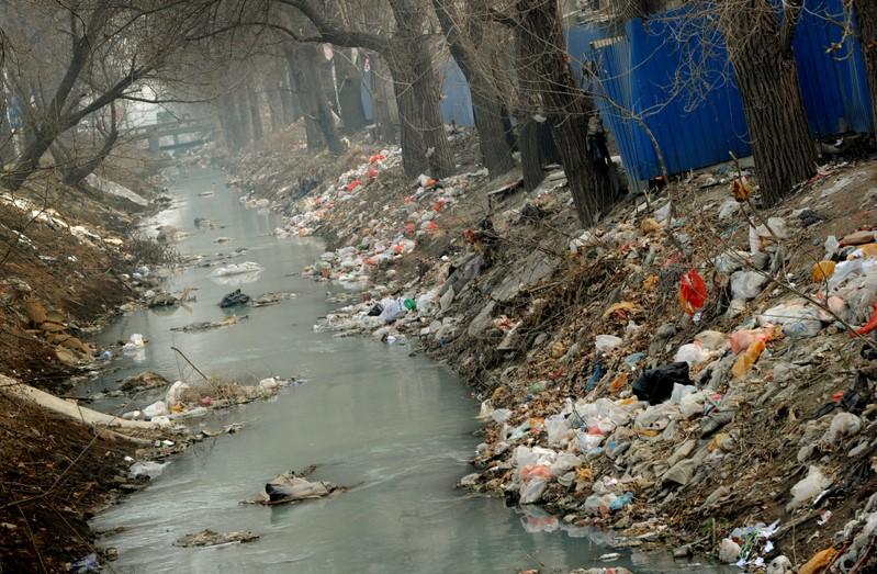 """中国公共环境研究中心主任马军指出,""""要想净化已渗透到深层的地下水污染需要1千年。"""""""