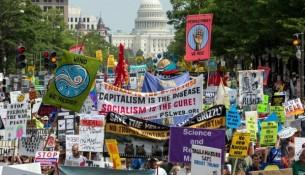 """2015年底,联合国气候峰会在巴黎召开,《京都议定书》以来所争取的具体减排目标变成毫无约束力的""""自愿承诺"""""""