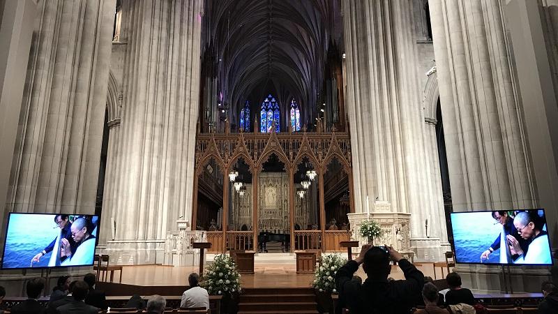 美国首都华盛顿各界人士两百余人,在华盛顿国家大教堂举行了刘晓波追思会