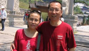 2005年,刘晓波偕妻子刘霞到山东青岛旅游