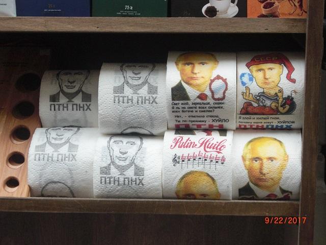 8.普京的像印在擦屁股的卫生纸上