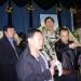 刘晓波(右一)在布置包遵信追悼会