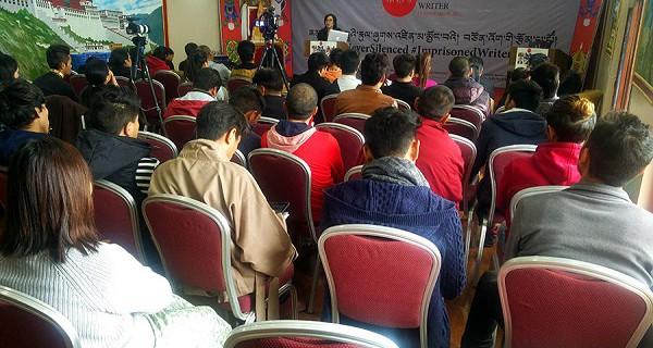 西藏人权与民主促进中心负责人次仁措姆在纪念会上发言