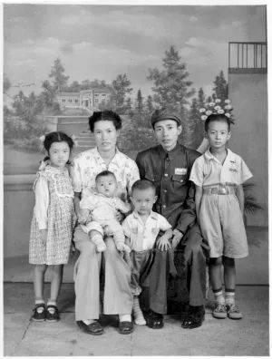 与夫人田明及儿女张连生、张宁生、张江生、张苏生