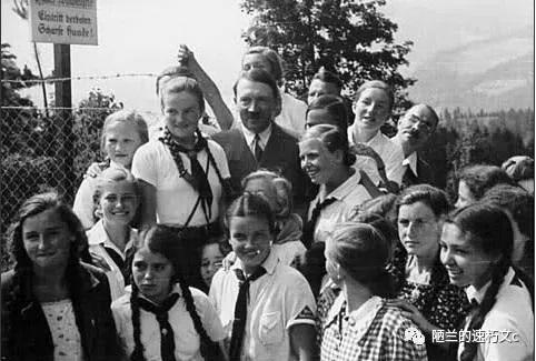 """全国的小学统一改称为""""人民学校"""""""