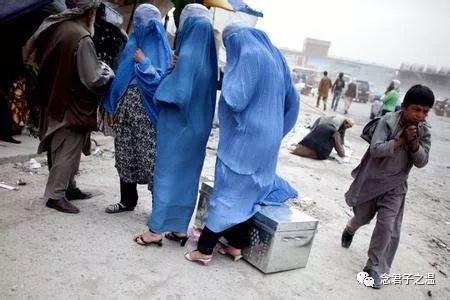 塔利班统治下喀布尔街头一景