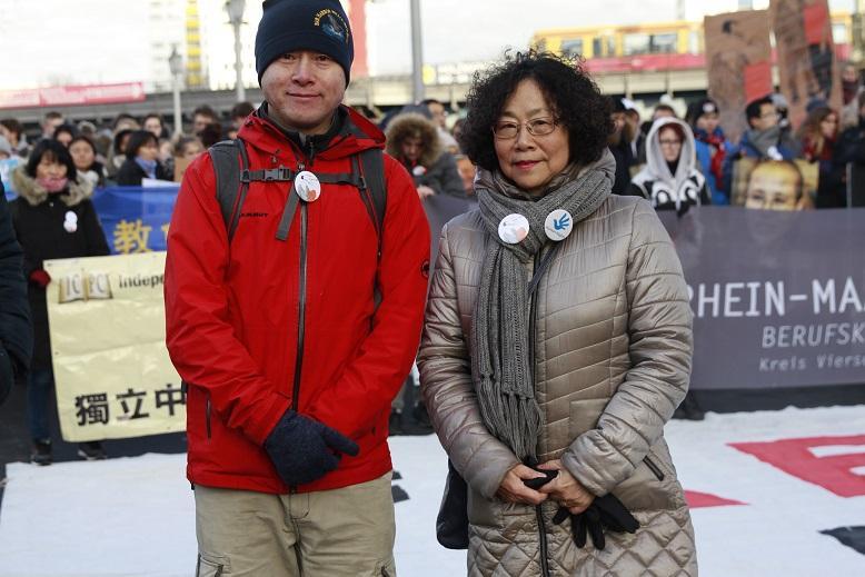 6-李东澄和廖天琪参加抗议活动