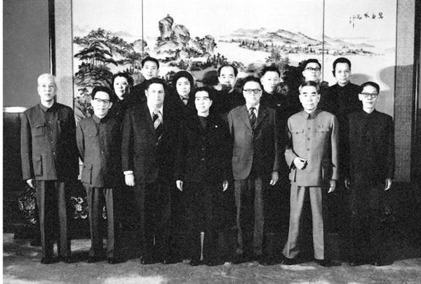 1974年周恩来和江青接见澳洲共党主席希尔