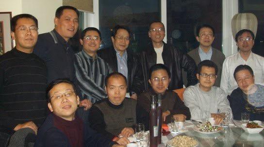 前排左起:陈永苗,李柏光,范亚峰,郭飞雄,高智晟;后排左起:滕彪,浦志强,王怡,莫少平,刘晓波,俞梅荪,王光泽。2005年。