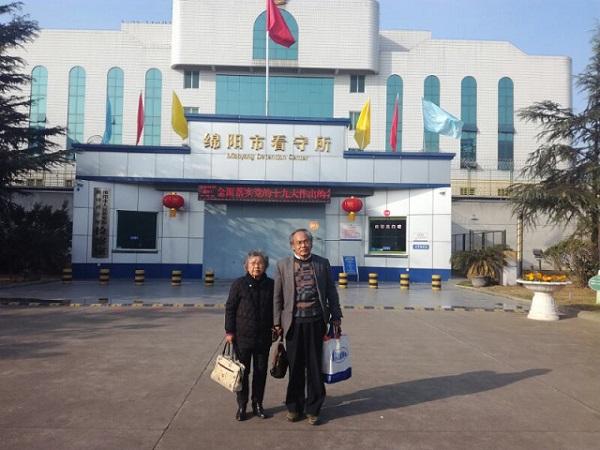黄琦的母亲蒲文清和代理律师刘正清