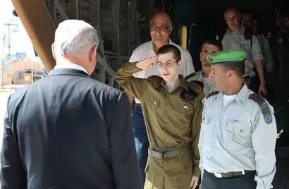 内塔尼亚胡总理亲自前往空军基地,迎接被俘5年的沙利特