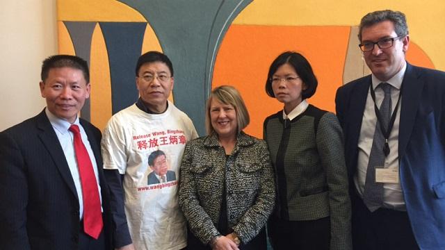 左起︰傅希秋、王炳武、保守党人权委员会主席布鲁斯(Fiona Bruce)、李净瑜、副主席罗杰斯(Benedict Rogers)