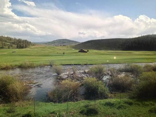 科罗拉多河从小溪变成了小河
