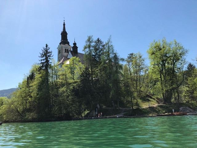 1. 布莱德湖中小岛上的教堂