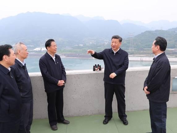 习近平考察三峡大坝,李小鹏陪同受关注