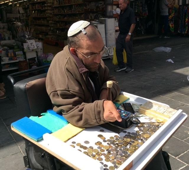 市场里一位伤残犹太乞丐