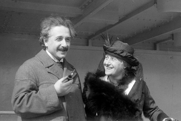 爱因斯坦夫妇