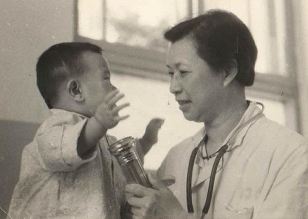 石贝的母亲与小病人