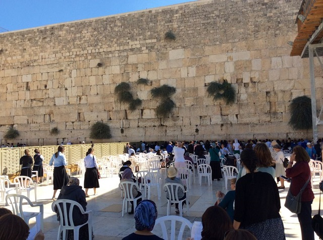 著名的耶路撒冷哭墙(女界)