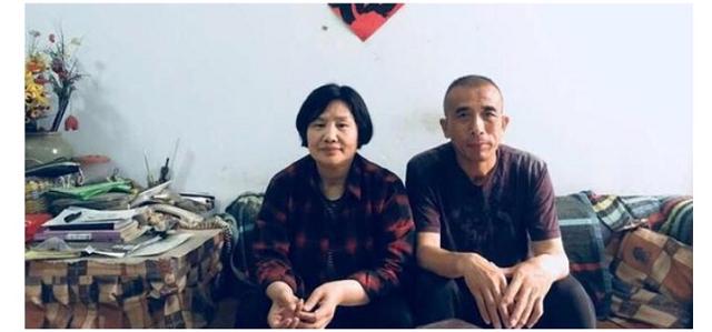 贾灵敏和丈夫阎崇民(摄于2018年5月8日,贾出狱翌日)