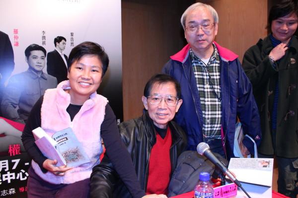沙叶新的《江青和她的丈夫们》,及《邓丽君》在香港演出,两次香港笔会的会员都去参加。2