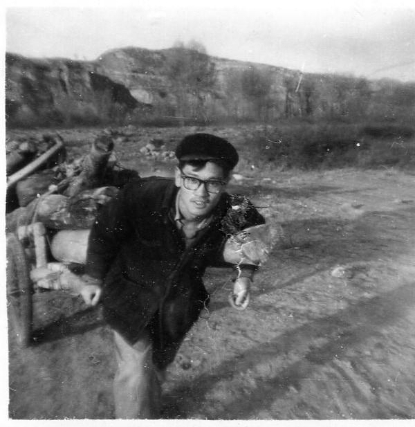 约1973年,进深山拉木头,出山沟上公路之前。(甘铁生)