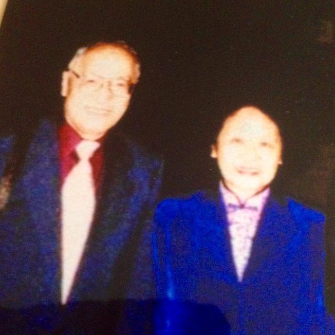 高友工(左)在普林斯顿大学荣休和陈淑平合影