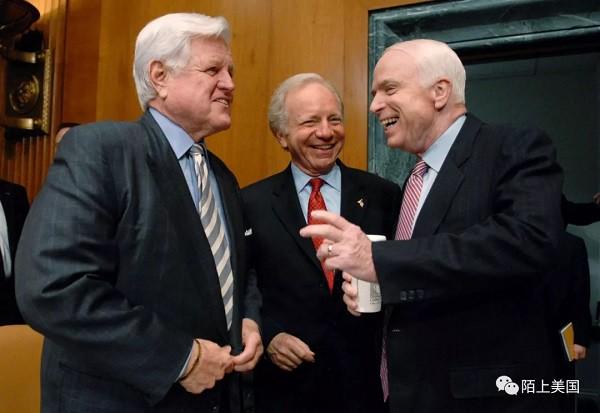 泰德•肯尼迪(左)和约翰•麦凯恩(右)