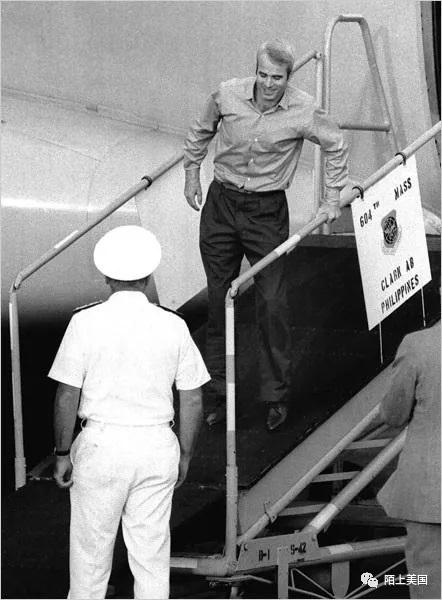麦凯恩从越南战场获释回到美国 1973年