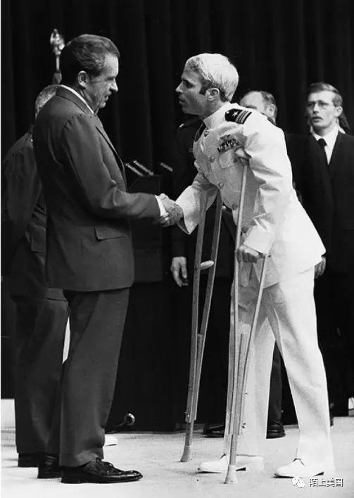 麦凯恩受到尼克松总统接见 1973年