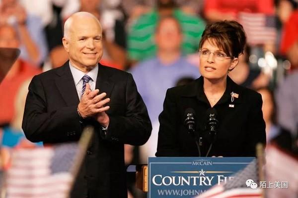 2008年 总统大选中的麦凯恩(左)和搭档佩林(右)