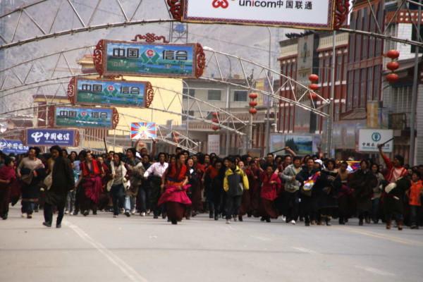 西藏人抗议